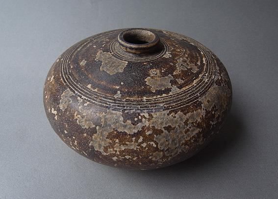 焦げ茶釉の平壺_e0111789_11025405.jpg