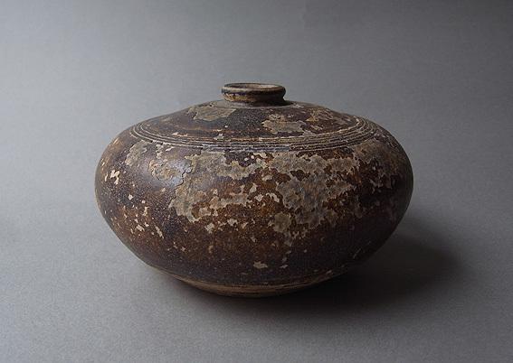 焦げ茶釉の平壺_e0111789_11025446.jpg