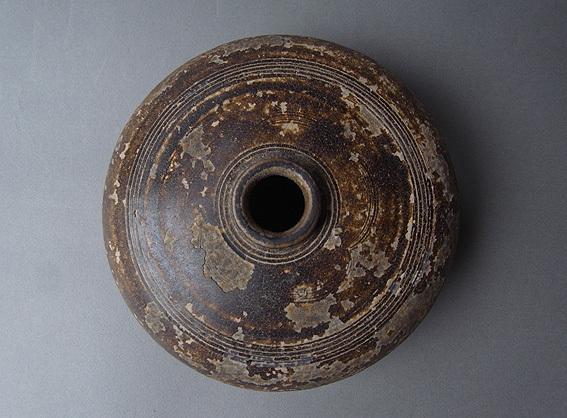 焦げ茶釉の平壺_e0111789_11025584.jpg