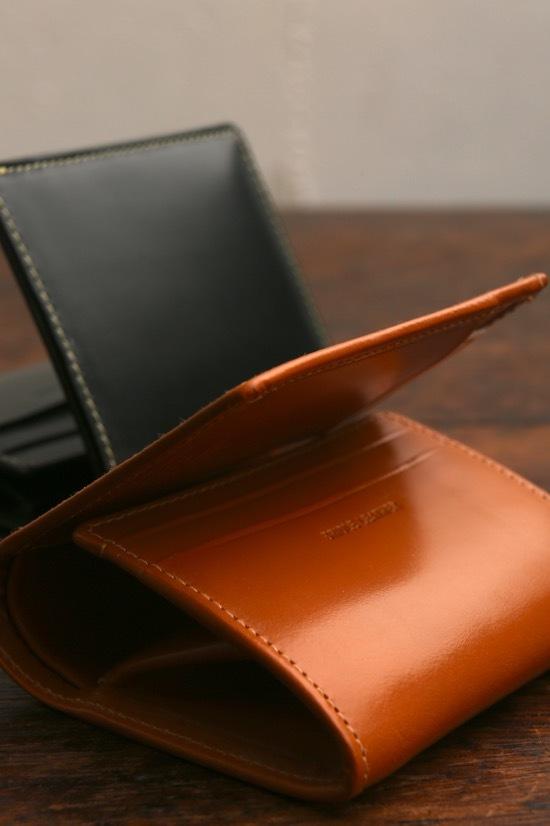 収納力のある、小ぶりな財布はいかがでしょうか・・_d0074607_21361543.jpg