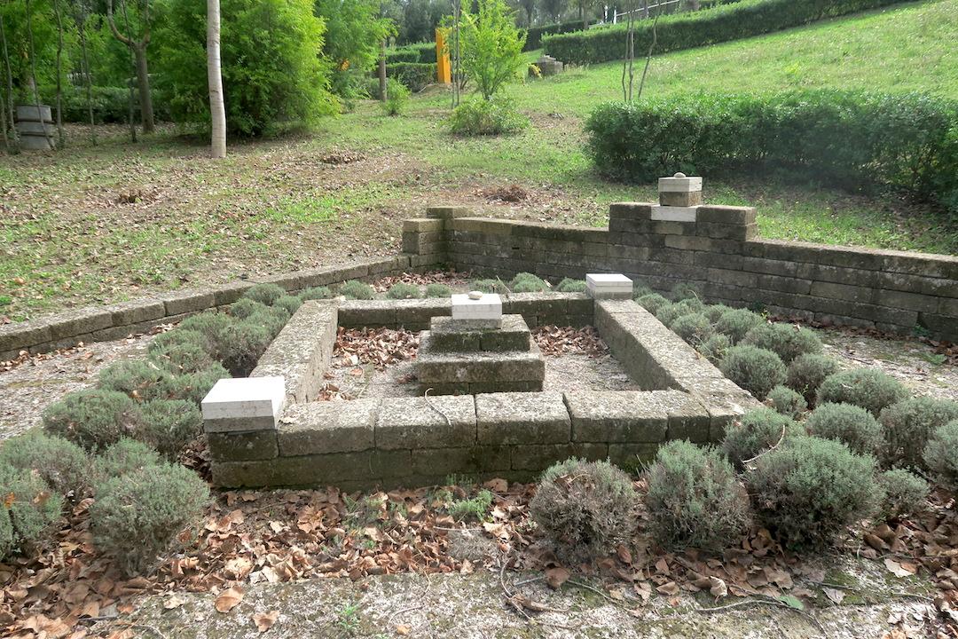 思うより動けと誘うか瞑想の森、Il Bosco della Ragnaia 3_f0234936_8173555.jpg