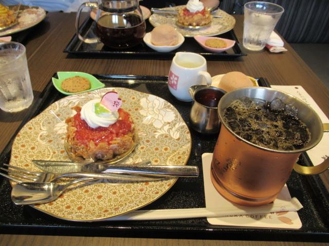 桜珈琲 SAKURA COFFEE * ケーキセットと秋限定のまろんパイ♪_f0236260_00283915.jpg