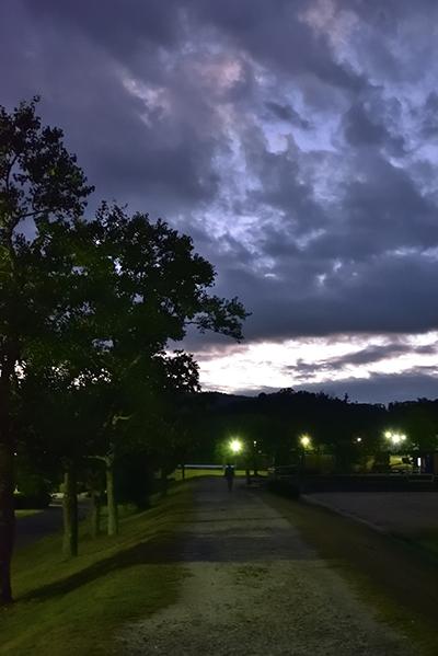 早朝散歩 秋空―その2_e0164563_13315999.jpg