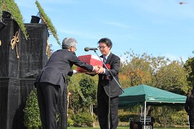 「弘前城菊と紅葉まつり2019」開幕!_d0131668_1571775.jpg