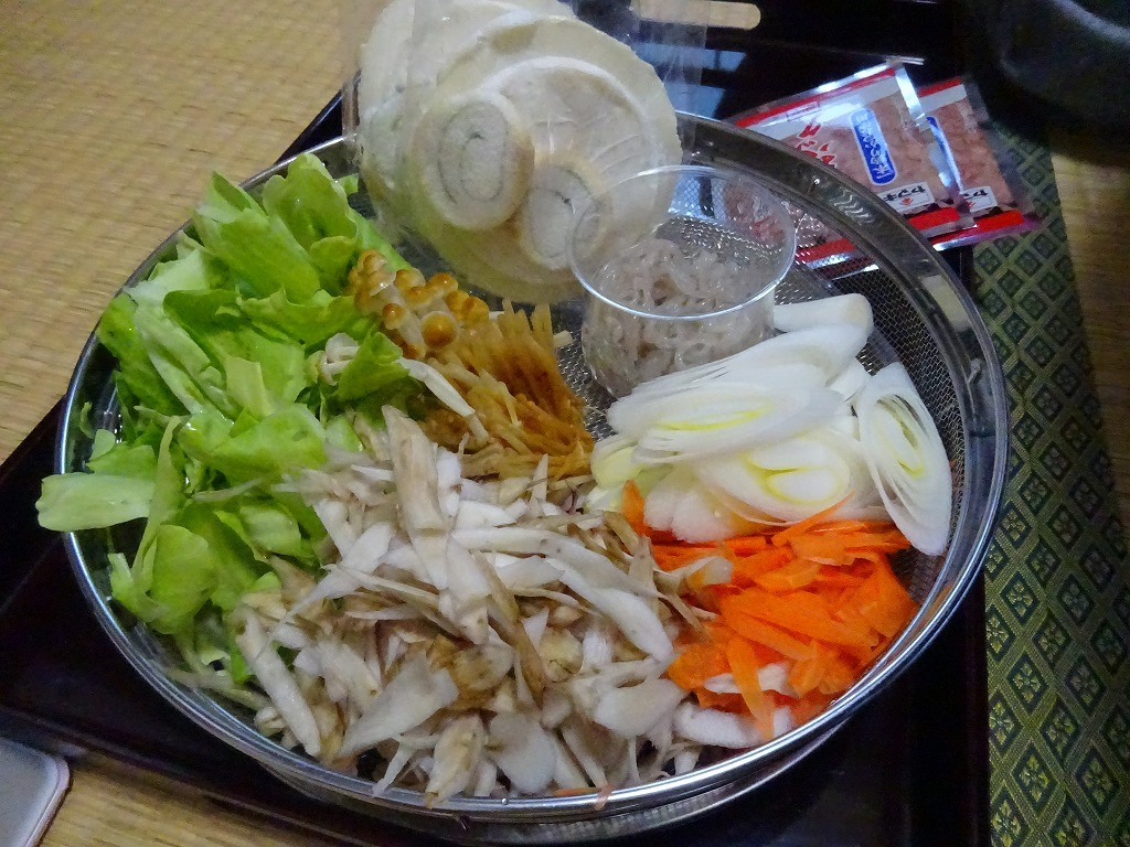 実家からの野菜2019 第四段!さっそくせんべい汁へ投入_d0061678_12460335.jpg
