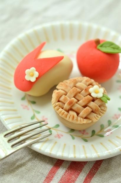 りんごとアップルパイの練り切り_d0025294_17453305.jpg