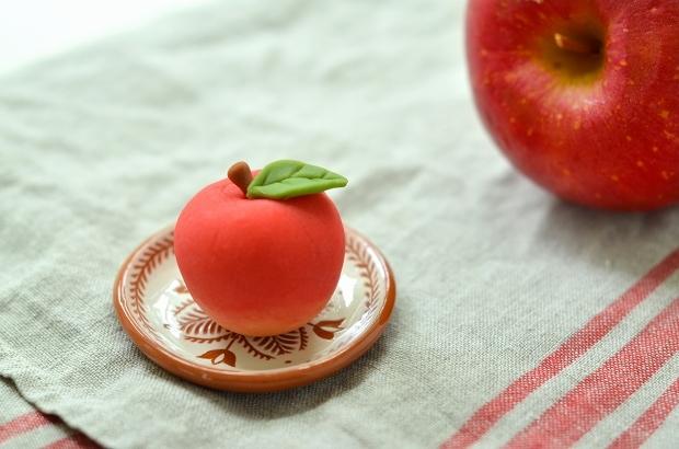 りんごとアップルパイの練り切り_d0025294_17464517.jpg
