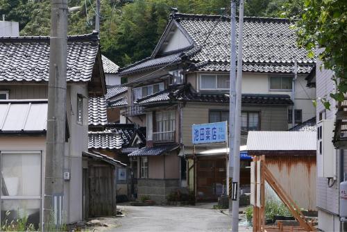 海界の村を歩く 日本海 飛島_d0147406_14531637.jpg