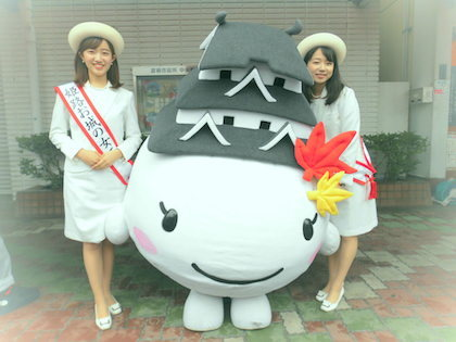 姫路市のイメージキャラクター「しろまるひめ」と姫路お城の女王さん_e0310216_18382149.jpg