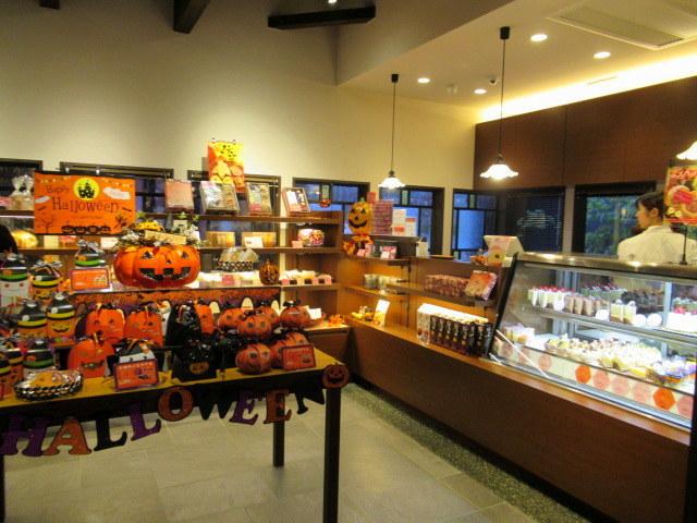 桜珈琲 SAKURA COFFEE * ケーキセットと秋限定のまろんパイ♪_f0236260_23342911.jpg