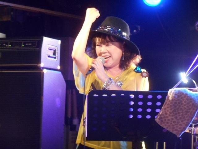 大阪MUGENライブ満杯の応援ありがとう_d0155569_11390829.jpg