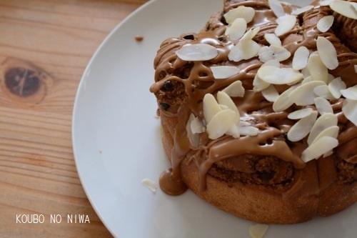 ほろ苦い菓子パン、ダマンドコーヒーロール_f0329586_19254342.jpg