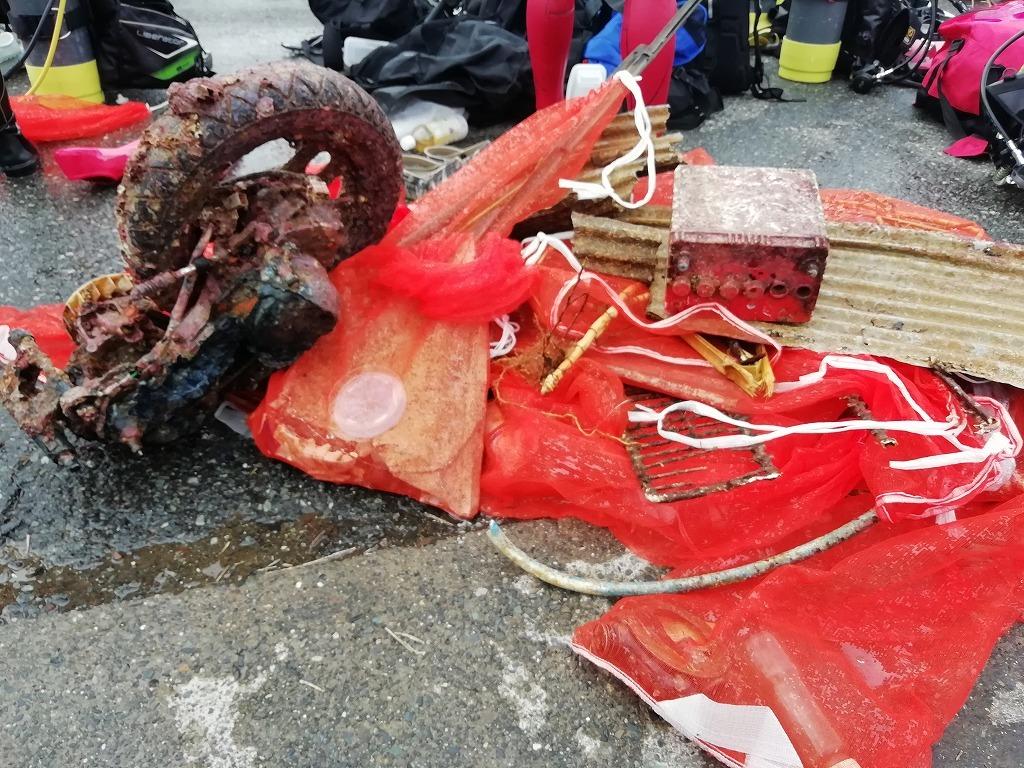 スキューバダイビングで海底ゴミ回収!_d0050503_17224989.jpg