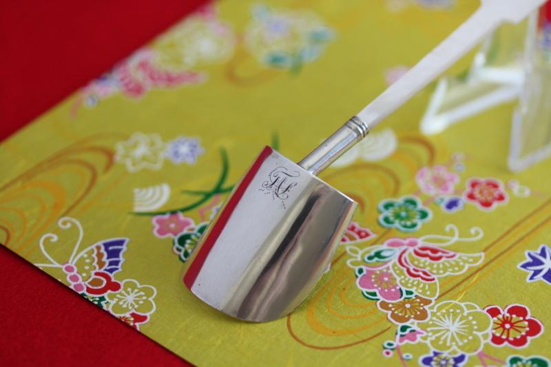 白蝶貝ハンドルの美しいキャディースプーン_a0389018_07362147.jpg
