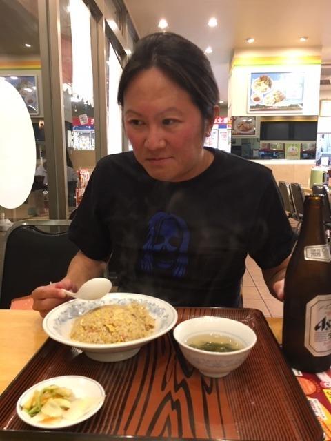 昨日餃子の満洲〆は炒飯、やはりハーフにすればよかった_d0061678_12063936.jpg