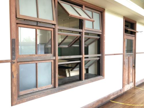 大人旅3 :豊郷小学校 ヴォーリス_e0054299_07160087.jpg