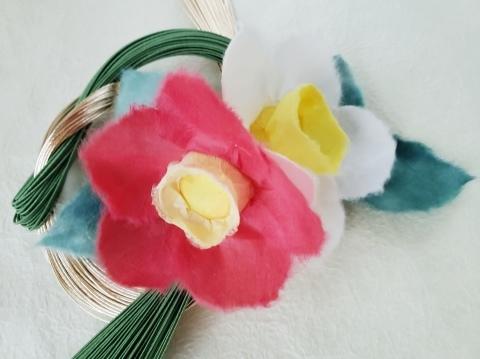 和紙花【紅白の椿】をあしらったお正月飾り_a0101801_16462694.jpg