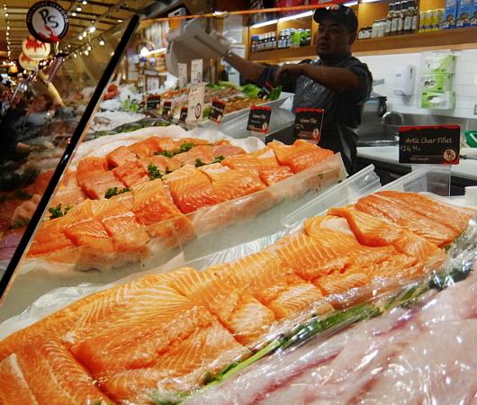 グラセン・マーケットの魚屋さん、Pescatore Seafood_b0007805_05475739.jpg