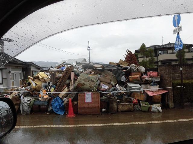 NPOふじ環境倶楽部で台風19号で被災した長野市に支援物資を運搬・納入_f0141310_09020213.jpg