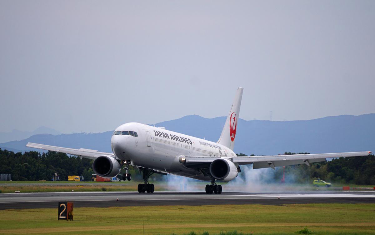 昨日の阿蘇熊本飛行場。_b0044115_05084033.jpg