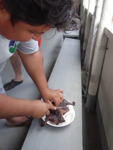 イキトス行きの船、いまだ出航せず、猿を食う_c0030645_07533619.jpg
