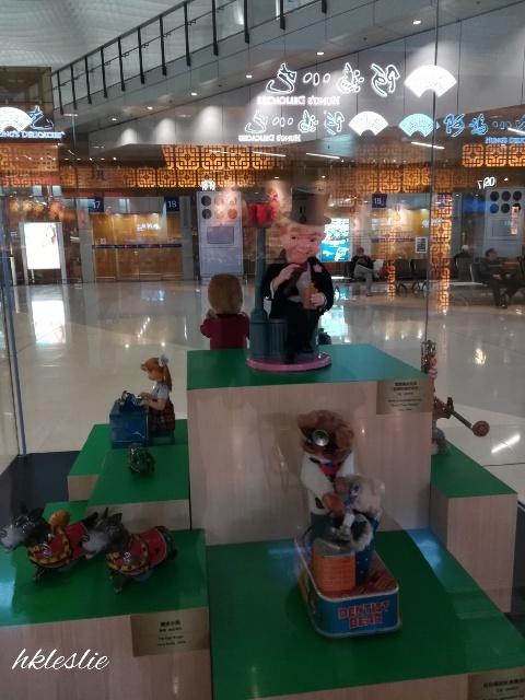 香港國際機場二號客運大樓到着_b0248150_13415751.jpg