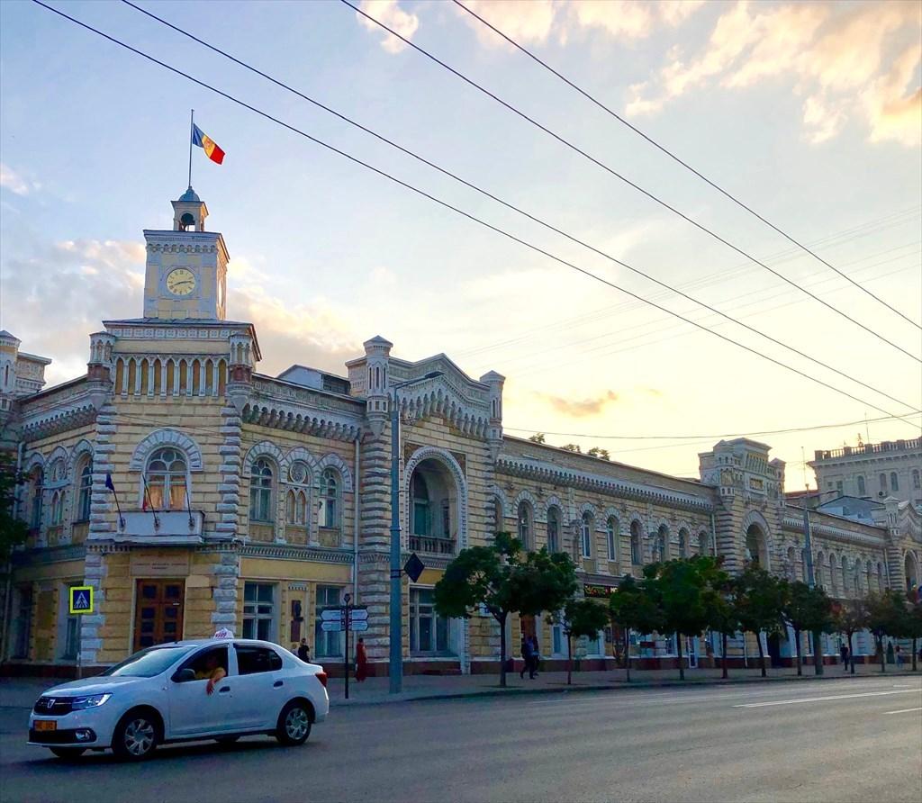 旧ソ連の面影を残すキシナウ街歩きと最後の夕食@モルドヴァ_a0092659_18143284.jpg