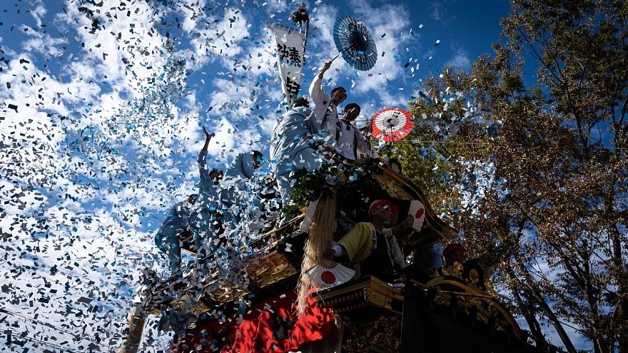 噴出する紙吹雪 - 拳母祭り_d0353489_22085405.jpg