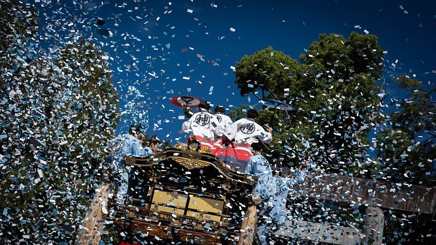 噴出する紙吹雪 - 拳母祭り_d0353489_22112115.jpg