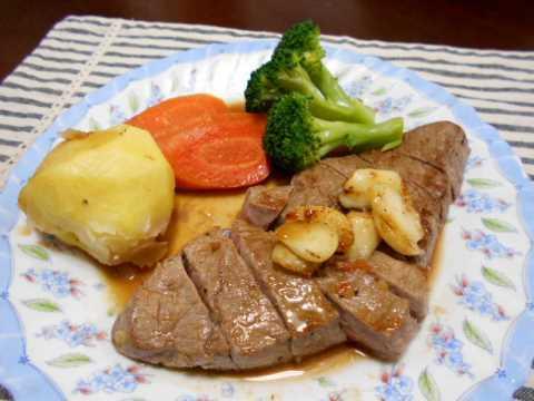 寒麹でやわらかくしたステーキ&とみつ金時の味噌汁_f0019498_14555991.jpg