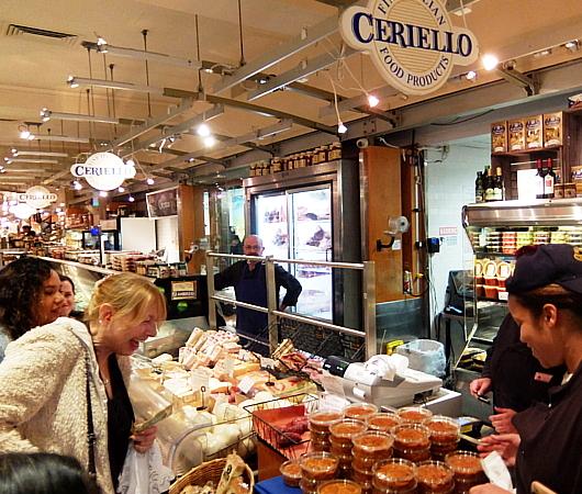 『ぐるぐる巻いて美味しくする』老舗イタリア系食材屋さん、Ceriello Fine Foods_b0007805_02264649.jpg