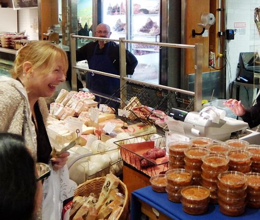 『ぐるぐる巻いて美味しくする』老舗イタリア系食材屋さん、Ceriello Fine Foods_b0007805_02275102.jpg