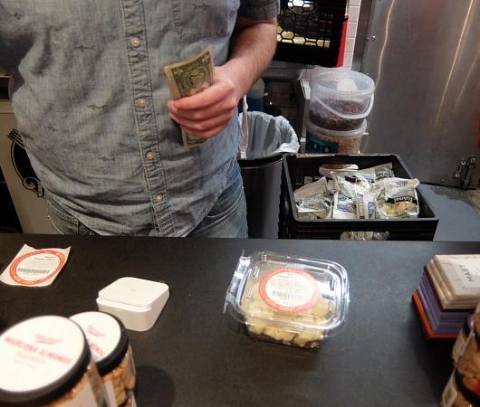 NY No1老舗チーズ屋、マレーズ・チーズの『2ドル食』はやっぱりチーズ_b0007805_02522363.jpg