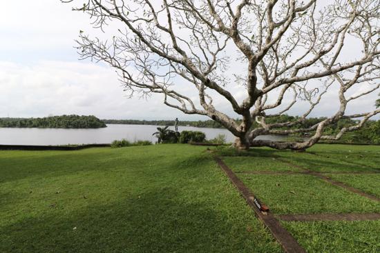 ■ Geoffrey Bawa (ジェフリー・バワ)の美学にふれるスリランカの旅 4日目 ルヌガンガ_f0165030_15404634.jpg