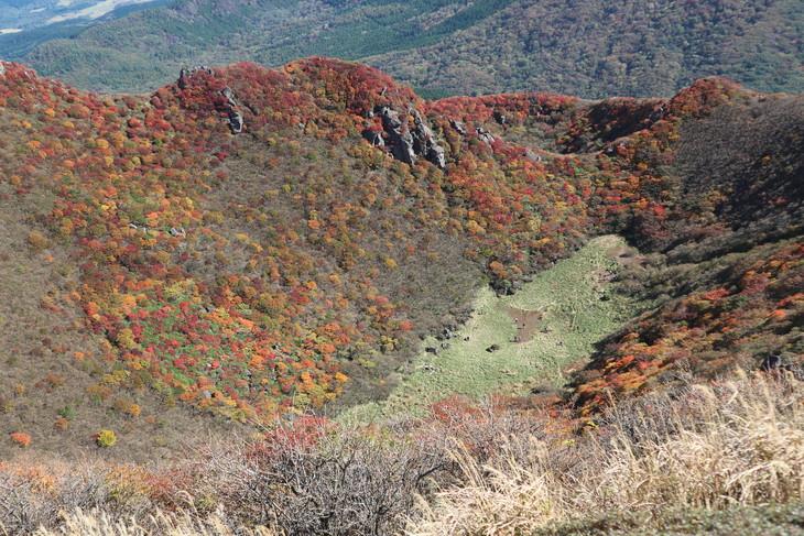 三俣山の紅葉に感動する!(令和元年10月22日)_e0272335_2023621.jpg
