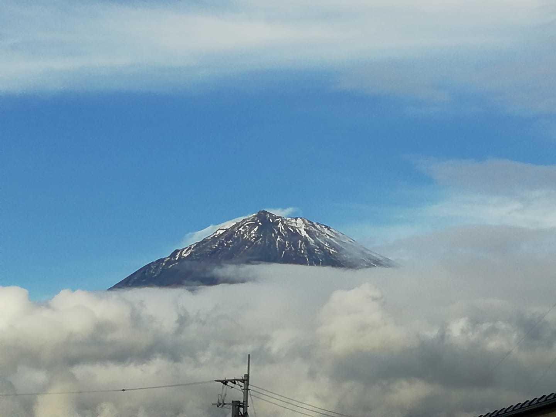 富士山初冠雪_b0089338_17471984.jpg