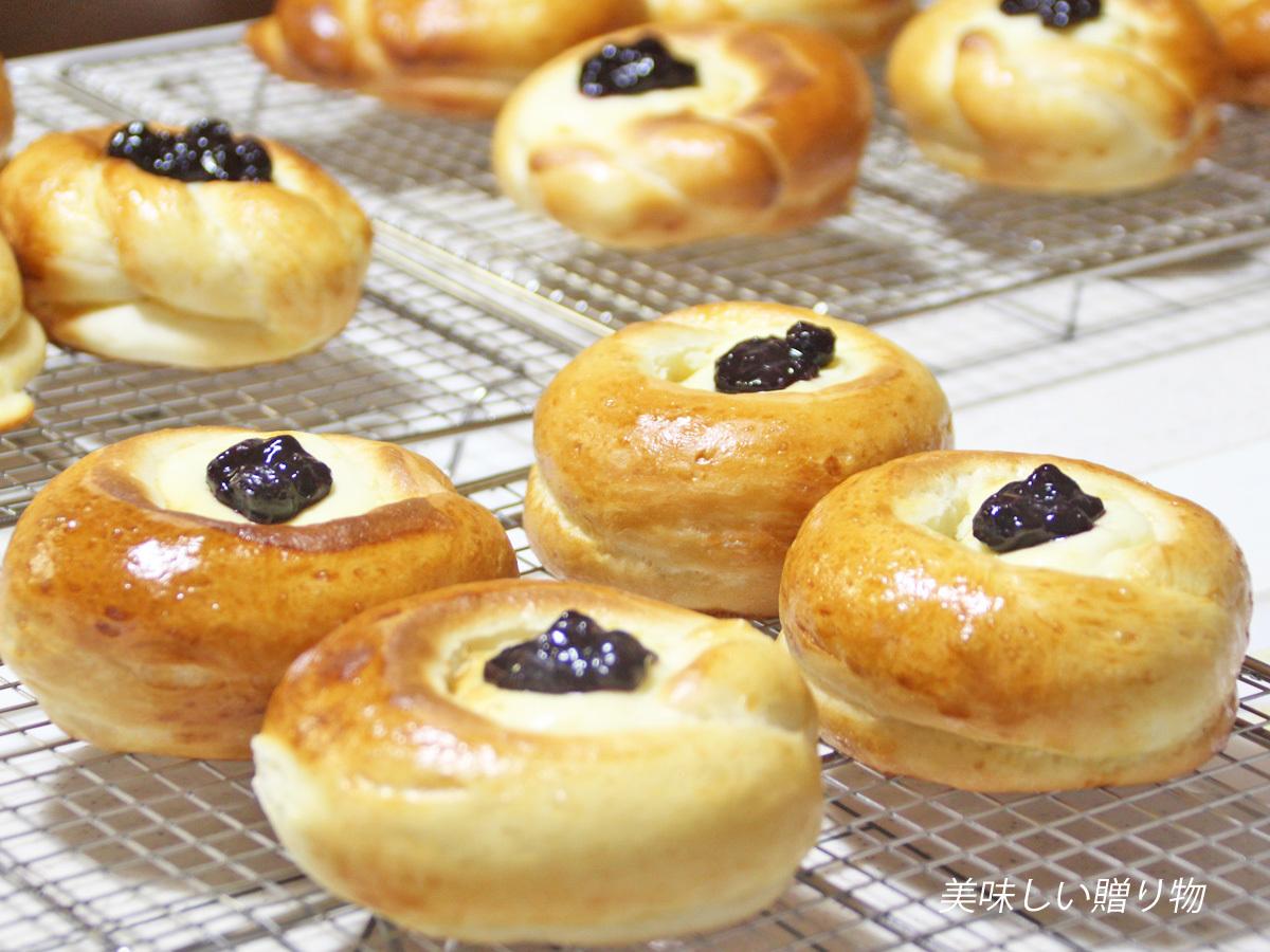 ブルーベリーチーズクリームパン_a0216871_09315065.jpg