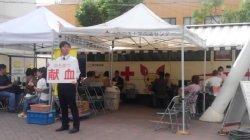 池田市議会主催で献血を呼びかけました…今日はダイエー池田駅前店前広場_c0133422_21365050.jpg