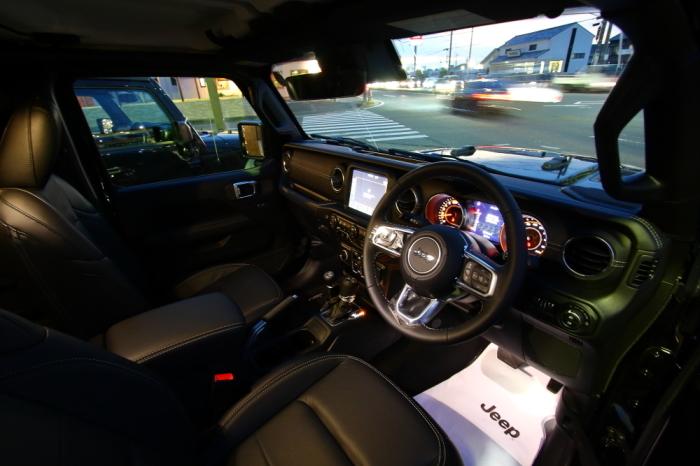 店頭展示車両JLUサハラレザー入庫いたしました_f0105425_17570255.jpg