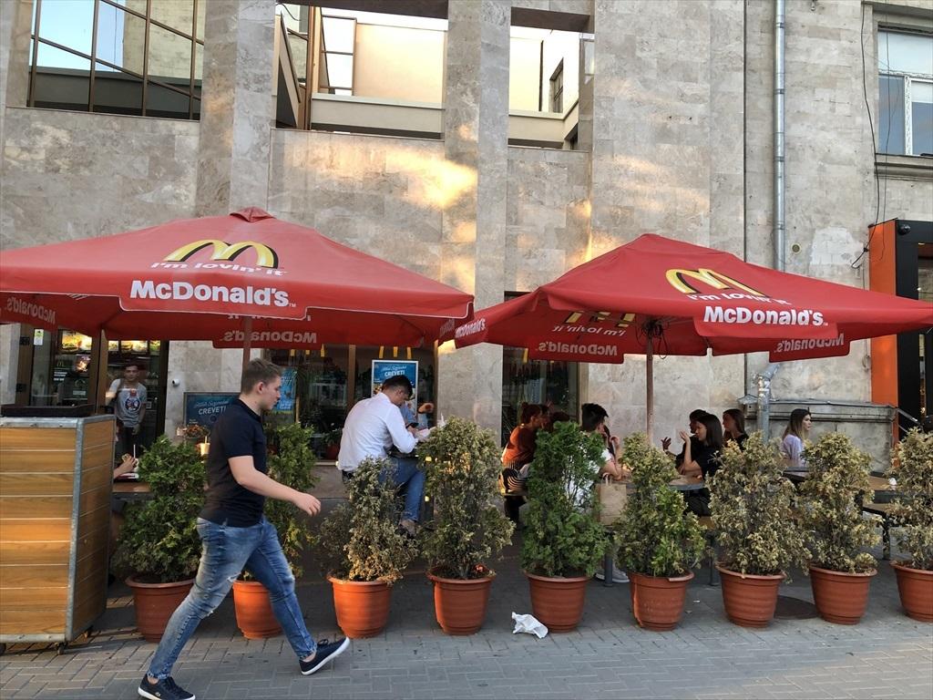 旧ソ連の面影を残すキシナウ街歩きと最後の夕食@モルドヴァ_a0092659_17233805.jpg