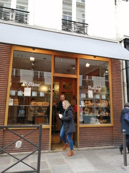 老舗のパン屋さんポワラーヌ_b0060363_15455079.jpg