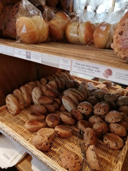 老舗のパン屋さんポワラーヌ_b0060363_15513851.jpg