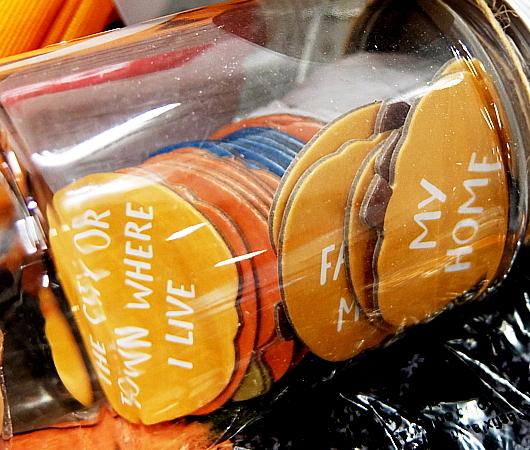 ハロウィン・グッズ内で見つけたGratitude Jar(感謝の瓶)_b0007805_23440907.jpg