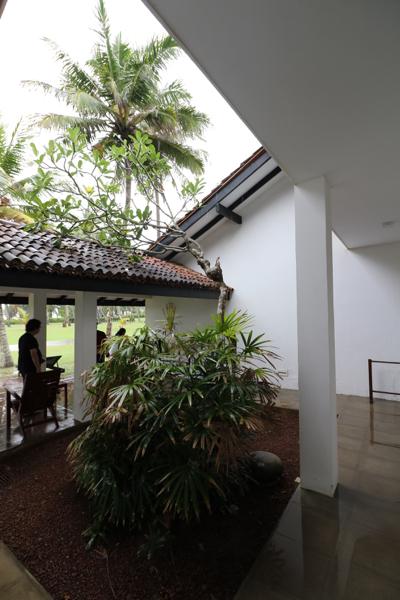 ■ Geoffrey Bawa (ジェフリー・バワ)の美学にふれるスリランカの旅 5日目 バワ建築いろいろ_f0165030_08324613.jpg
