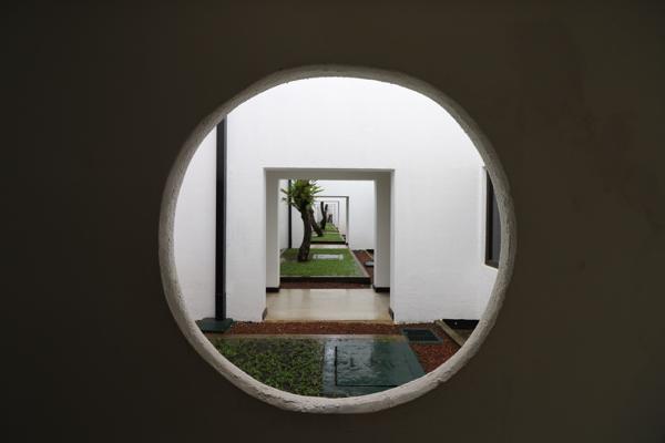 ■ Geoffrey Bawa (ジェフリー・バワ)の美学にふれるスリランカの旅 5日目 バワ建築いろいろ_f0165030_08324673.jpg