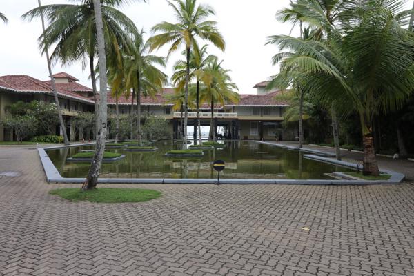 ■ Geoffrey Bawa (ジェフリー・バワ)の美学にふれるスリランカの旅 5日目 バワ建築いろいろ_f0165030_08464807.jpg