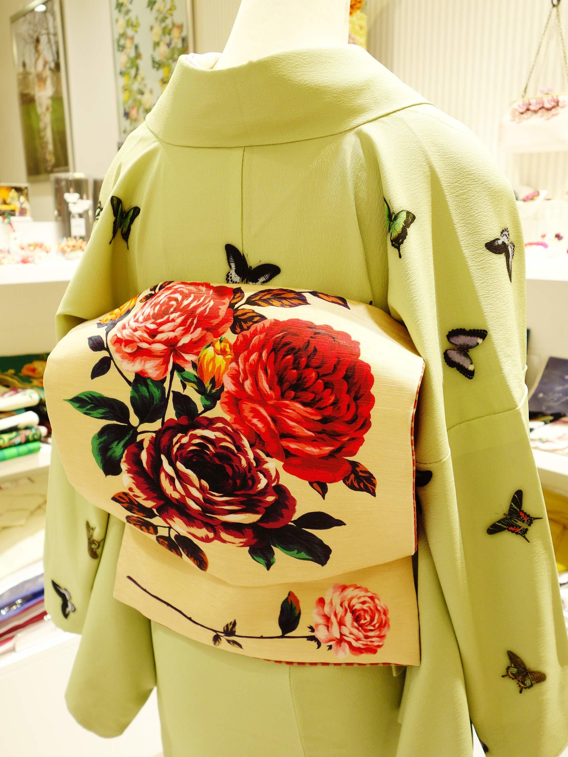 訪問着「薔薇と蝶のワルツ若草」と七五三「花くす玉」三歳用_e0167832_16314156.jpg