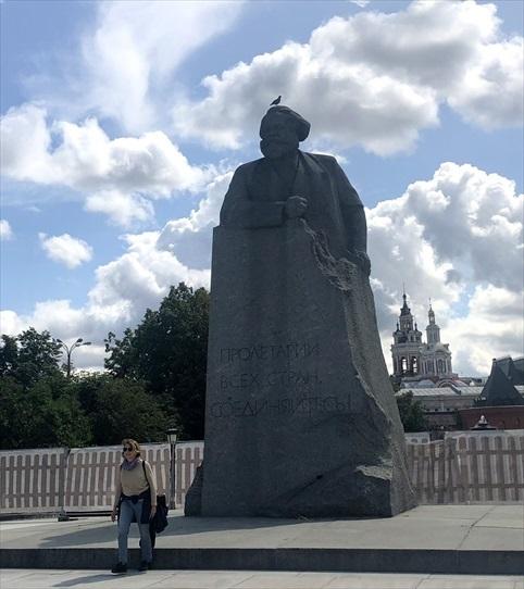 乗り継ぎ時間が長すぎて、しばしモスクワ観光へ_a0092659_21174420.jpg