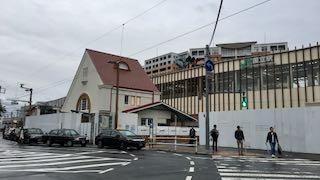 JR中央線・国立駅の三角駅舎が露わに!_e0093380_535031.jpg