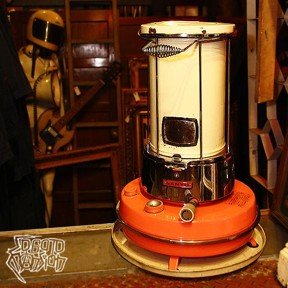 1970s Vintage SANYO サーモンピンク+アイボリー+クロームメッキの灯油ストーブ_e0243096_22174231.jpg